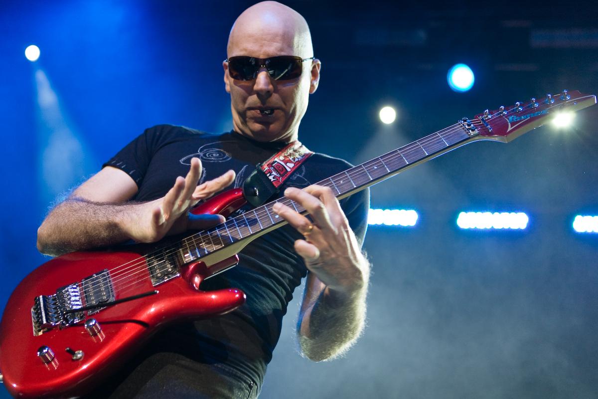 Joe Satriani la Bucuresti si Cluj